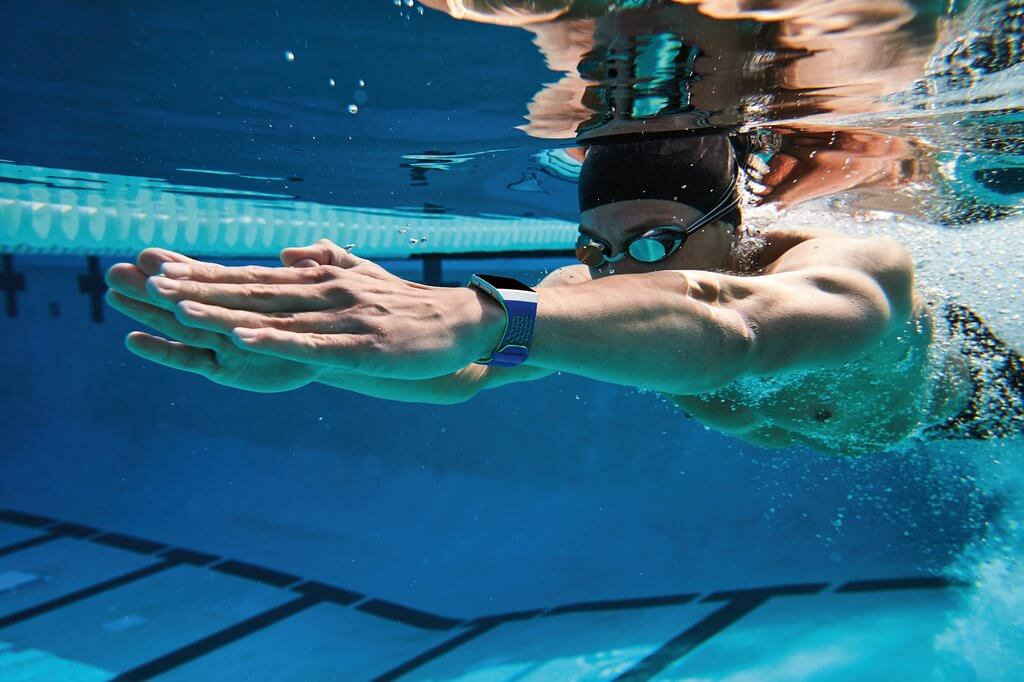 fitbit-reviews-wich-fitbit-is-waterproof-usafitnesstracker.com