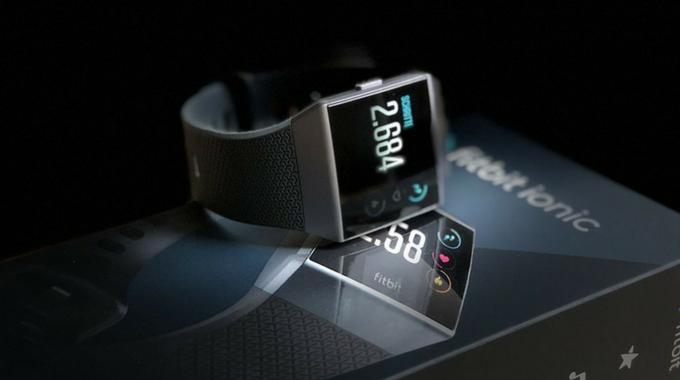apple watch vs fitbit Ionic -usafitnesstracker.com